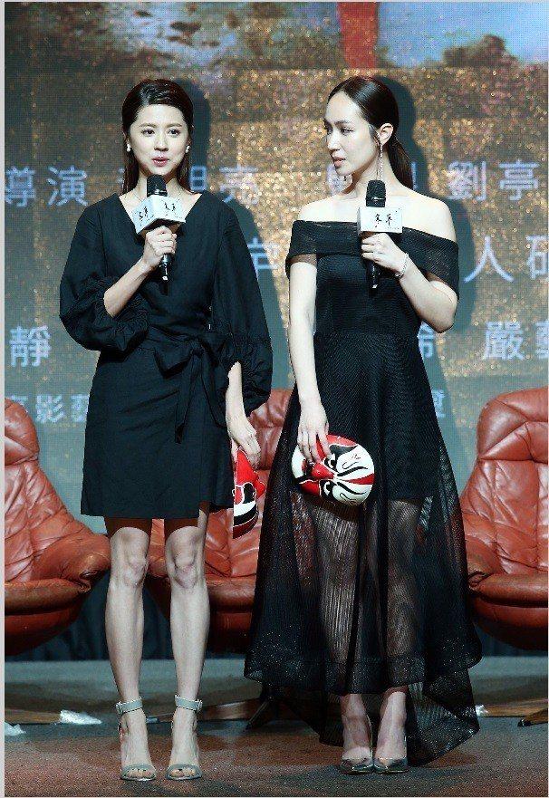 林予晞(左)和小薰是「寒單」中兩位美麗的女主角。記者杜建重/攝影