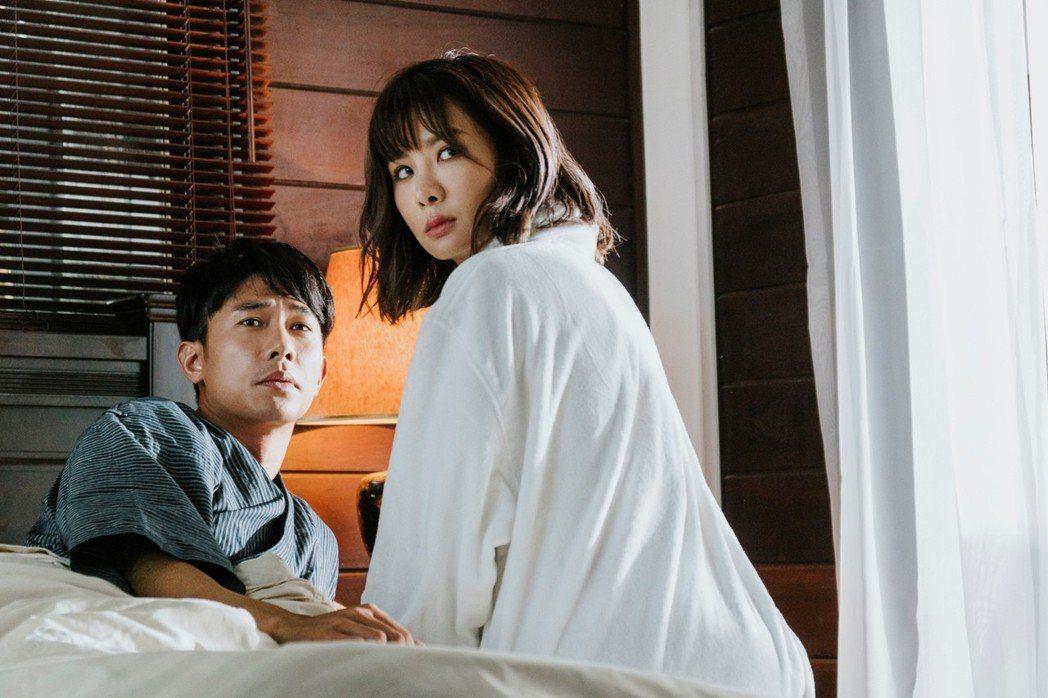 陳泂江與安心亞在「簡單的婚禮」配成一對。圖/華映提供