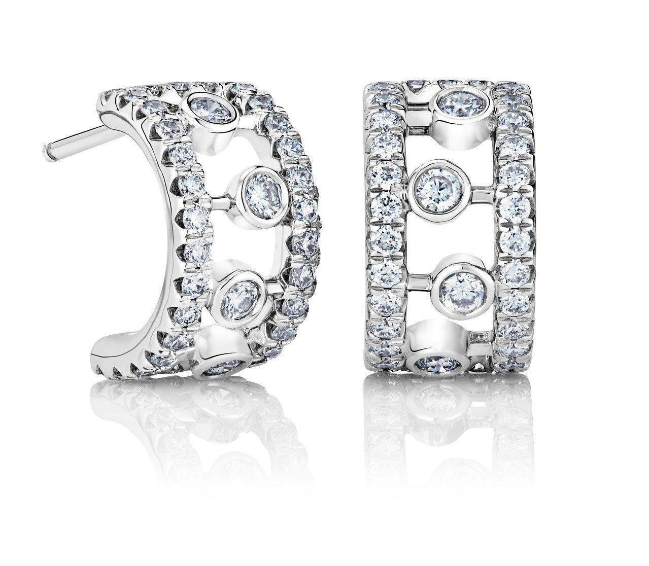 De Beers Dewdrop 18K白金鑽石耳環。圖/De Beers提供