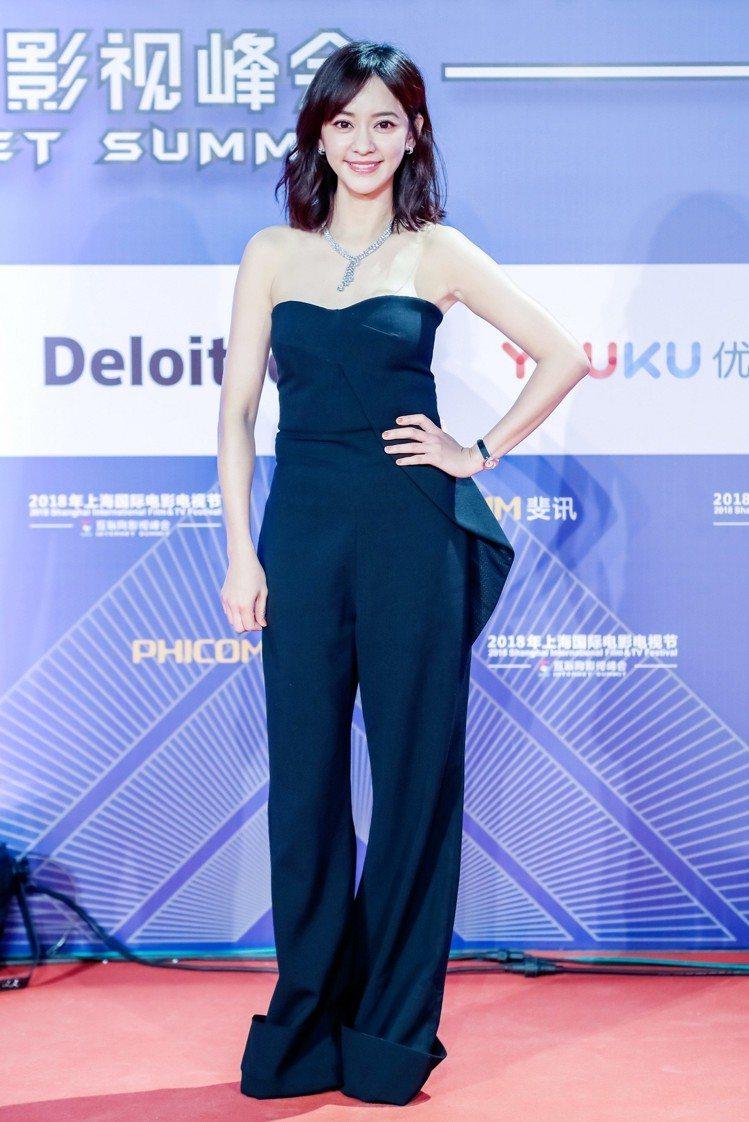 陳意涵配戴De Beers鑽石珠寶優雅出席2018上海國際電影節互聯網影視峰會。...
