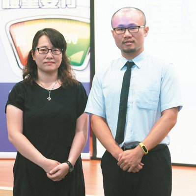 安南醫院放射腫瘤科主治醫師詹凱翔(右)、高雄榮總營養師施水鳳。 記者劉學聖/攝影