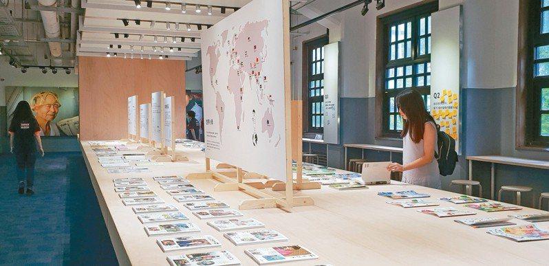 「世界最美的教科書展/從日本看見」,即起於松菸文創園區台灣設計館展出,從「美」的觀點,比較台灣和日本兩地的教科書文化。記者陳宛茜/攝影