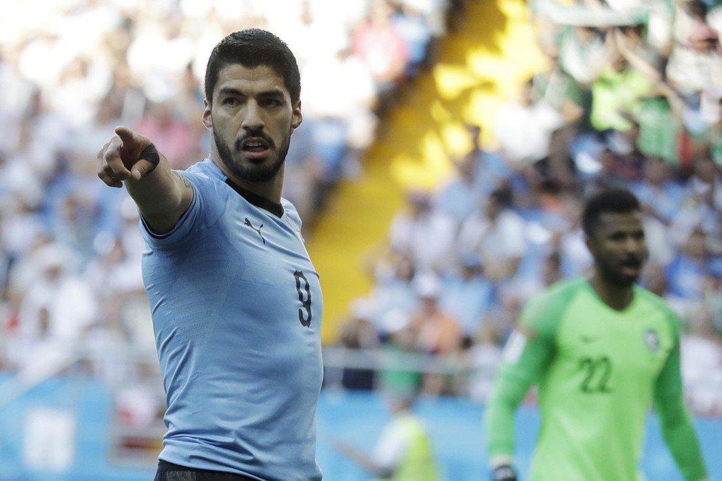 蘇亞雷斯生涯第100場代表烏拉圭國家隊出賽,更成熟的他率領國家隊連三屆闖進世足1...