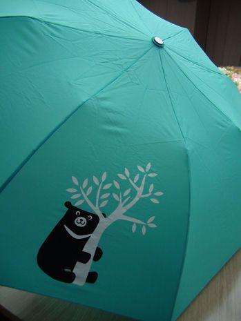 中鋼去年股東會送黑熊傘大受歡迎,共送出60萬份。 記者謝梅芬/攝影