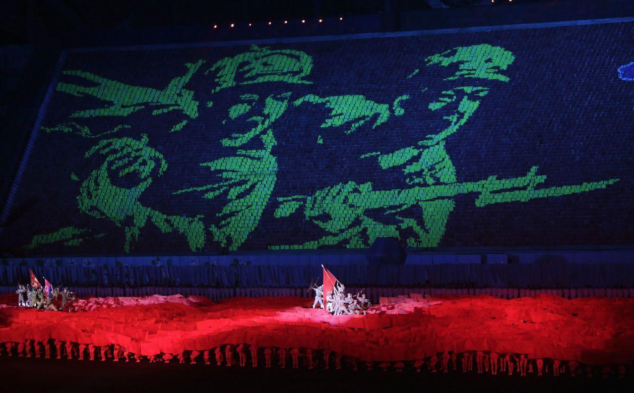 2013年阿里郎大會操排出的軍人衝鋒圖案。 (路透)