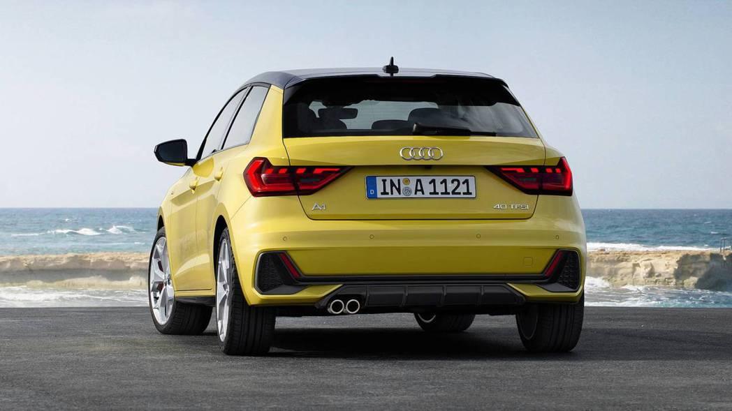 後保桿與尾燈造型都與車頭呼應,並採用單邊雙出排氣管設定。 摘自Audi