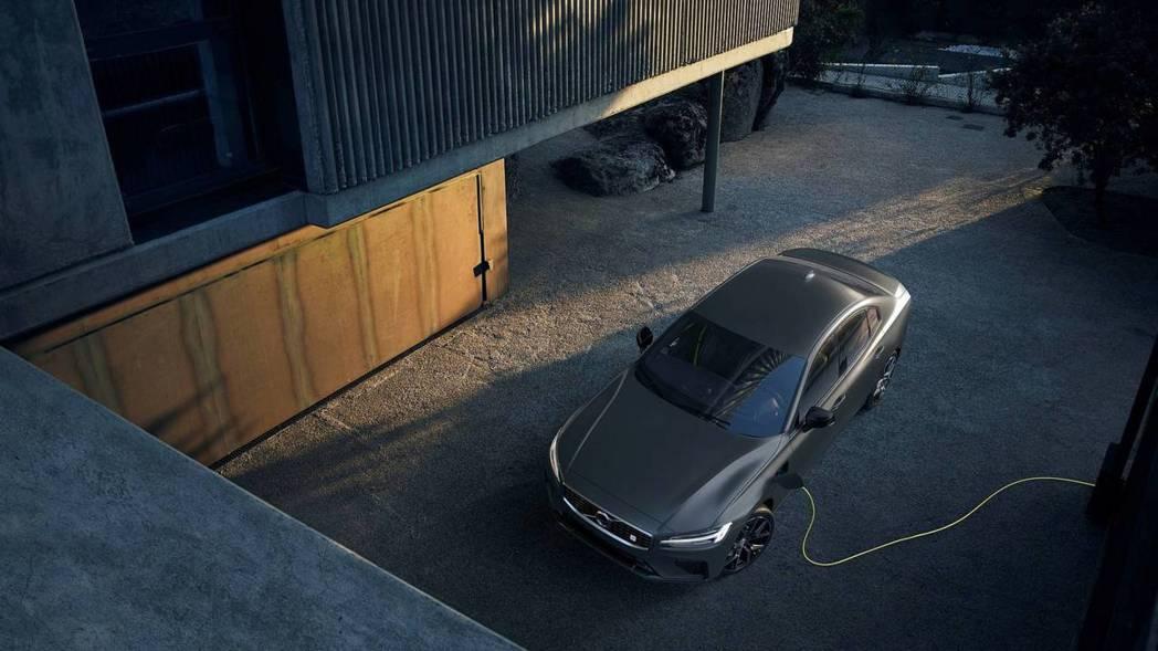 未實踐電動化政策,新世代Volvo S60也推出插電式油電混合動力的車型。 摘自...