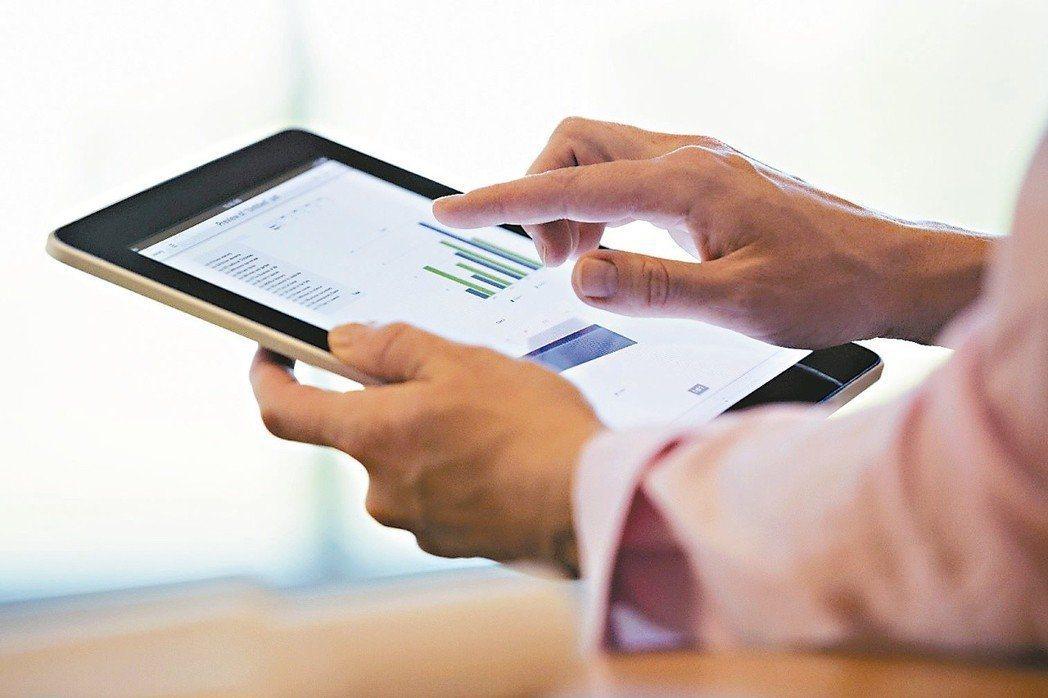 企業營運資料透過資訊系統輔助並轉為E化環境,大數據應用分析之需求也隨之而來。 圖...