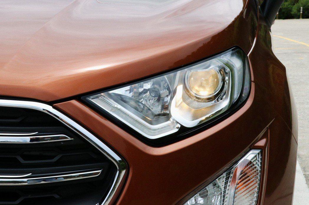 旗艦車型搭配全新魚眼式頭燈設計及LED日行燈。 記者陳威任/攝影