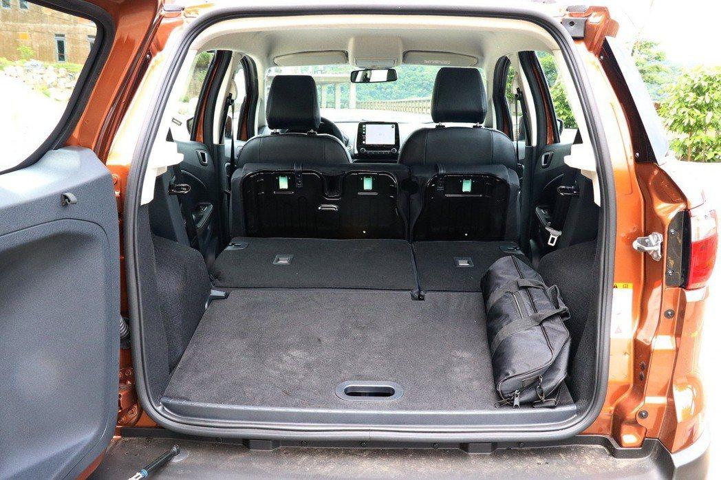 後座行李箱則提供328公升擴充至1,178公升的表現,平整化設定讓空間利用表現更佳。 記者陳威任/攝影