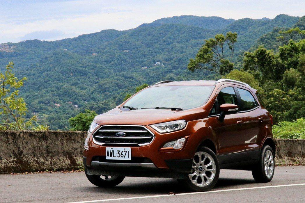 車頭短的EcoSport加上車高相對更高,開起來的視野好上不少。 記者陳威任/攝影