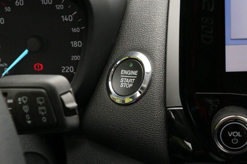 Ford Power引擎啟動鍵。 記者陳威任/攝影