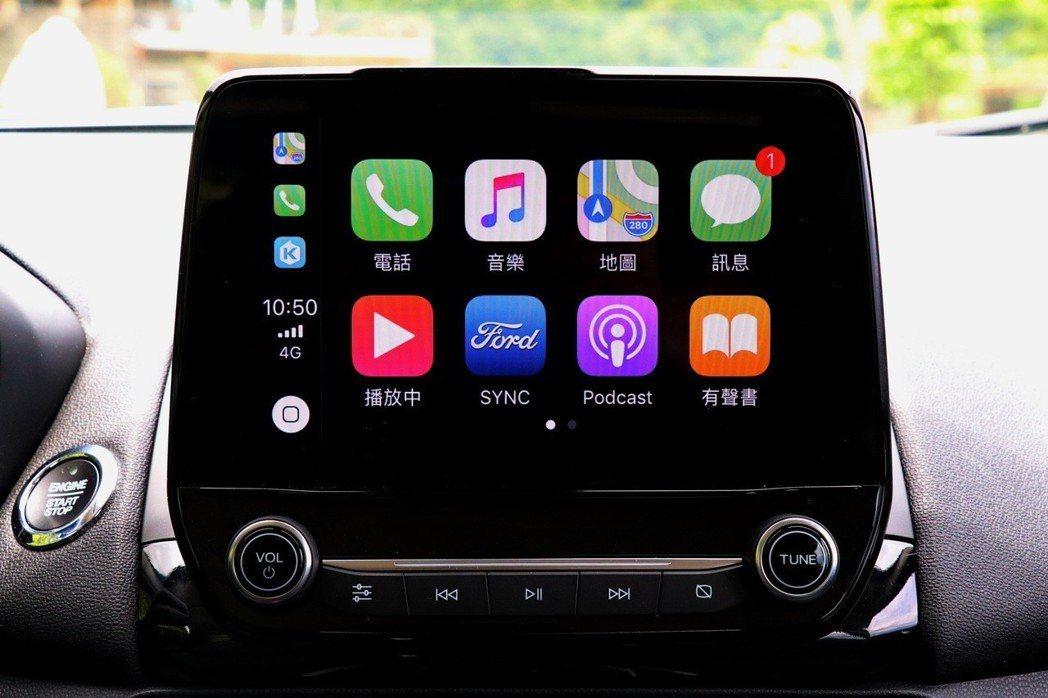 中控台配備懸浮式的8吋液晶觸控螢幕,支援Apple CarPlay及Android Auto。 記者陳威任/攝影