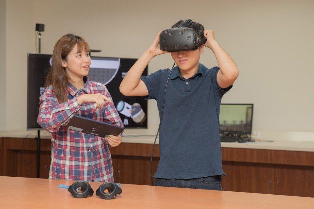 擁有最新VR設備,讓學生在校上課學習畢業後與業界銜接更容易。 嘉藥大學/提供