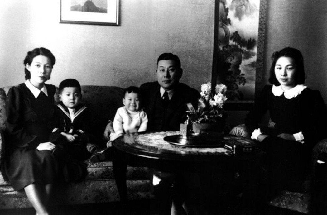 杉原與朋友的妹妹幸子再婚,並以外交官的身份前往歐洲。 圖/截自<a href=