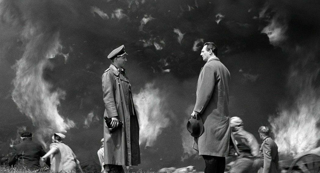 《辛德勒的名單》講述二戰時期一名德國商人協助猶太人避難的故事,而在二戰中常被認為...