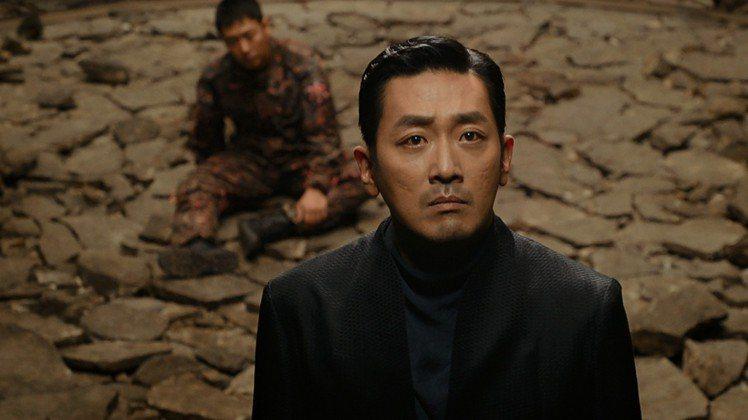 「與神同行:最終審判」講述陰間使者江林公子的過往故事。圖/采昌提供