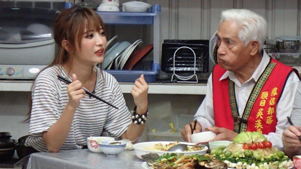 黃美珍(左)參加公視「誰來晚餐」分享心事。圖/公視提供