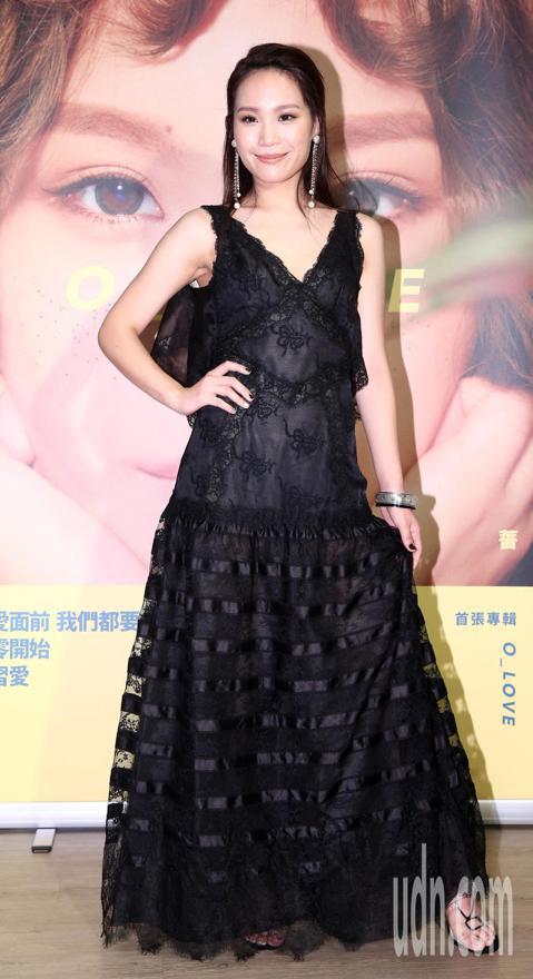 入圍金曲獎最佳國語女歌手的呂薔,今天穿上紅毯戰袍。呂薔表示不敢想會得獎,而是抱著去觀摩的心情參加。