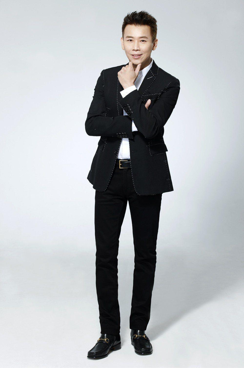 陶喆受邀頒發金曲獎「最佳單曲製作人」及「最佳專輯製作人」。圖/台視提供