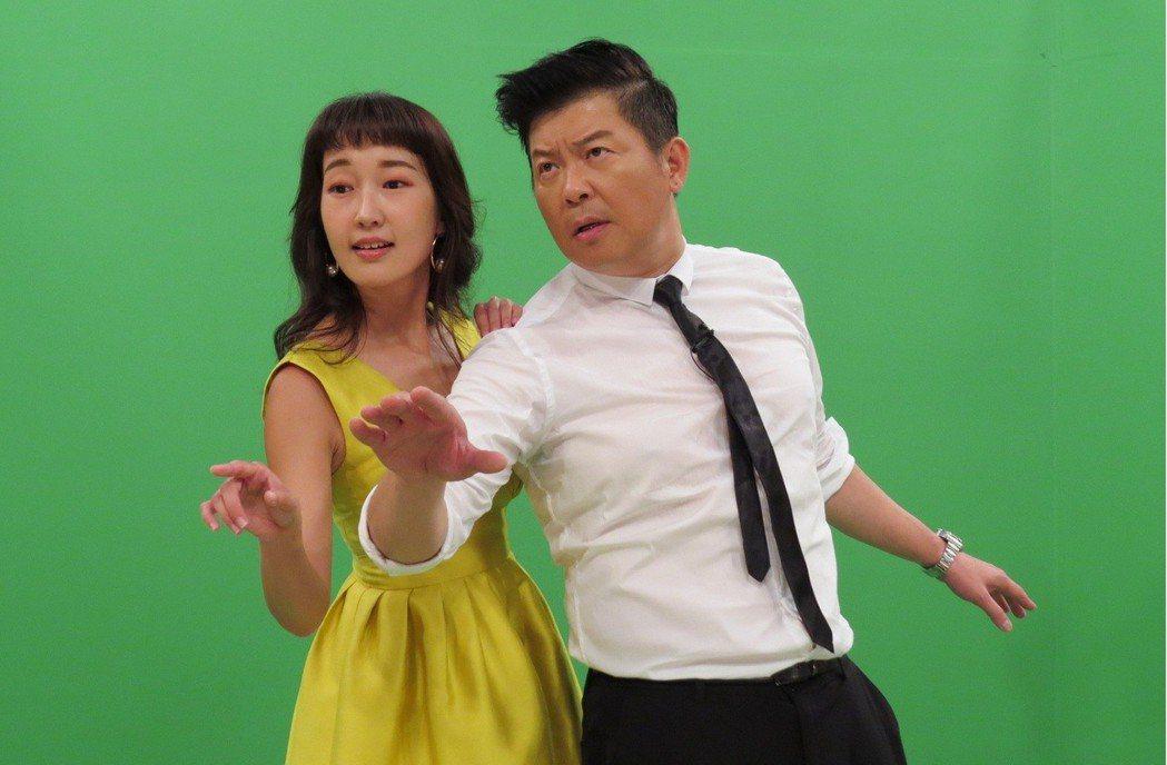 巴鈺(左)和曾國城錄衛視中文台「一袋女王」。圖/衛視中文台提供