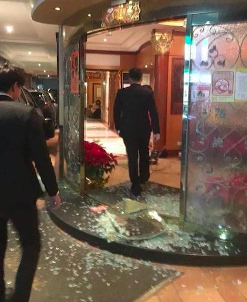 林男等人因住不到旅館房間竟砸店。照片/翻攝爆料公社