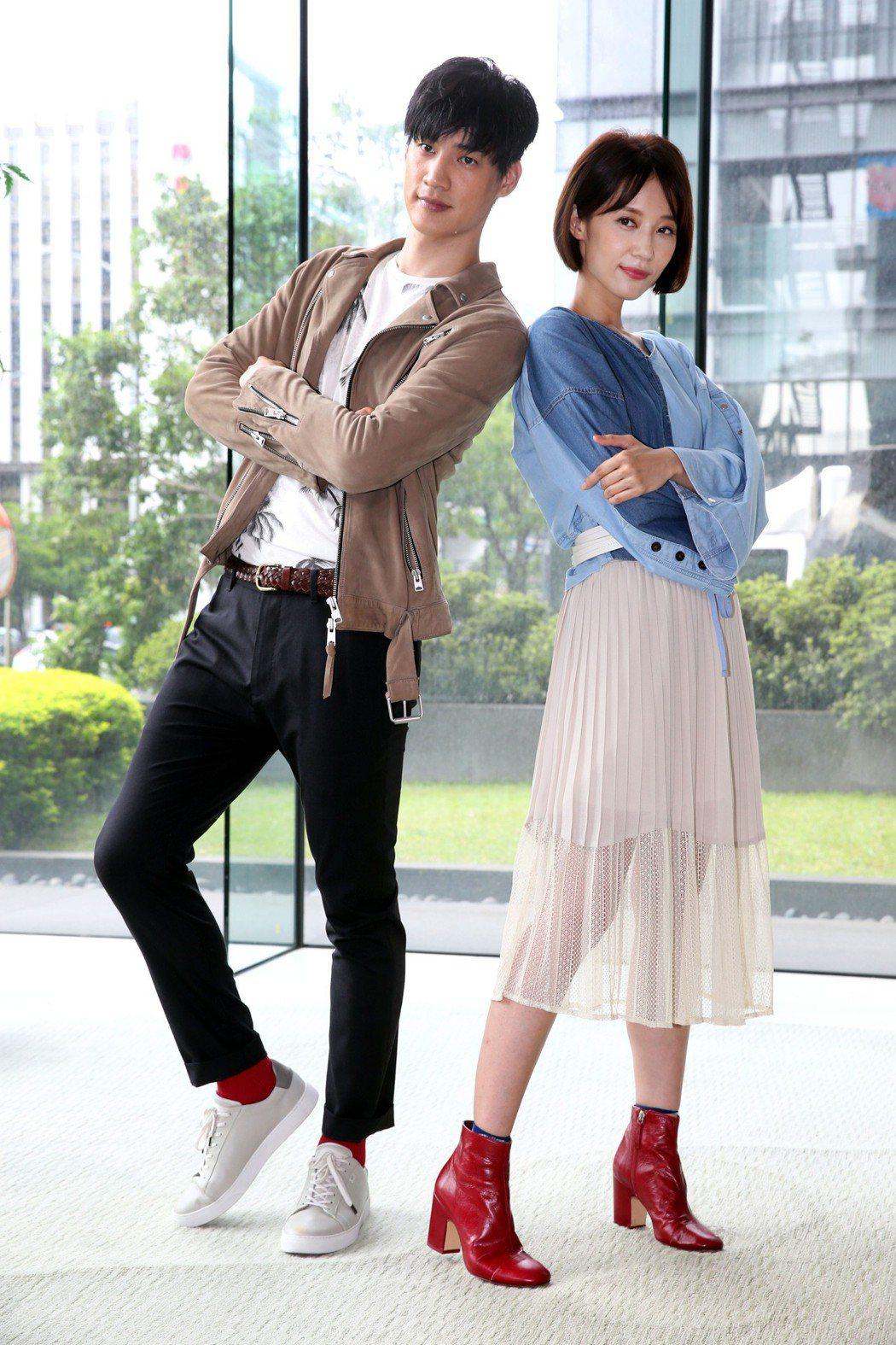 新華劇《高校英雄傳》 男女主角羅宏正(左)、劉宇菁(右)卡司發佈會。記者林俊良/...