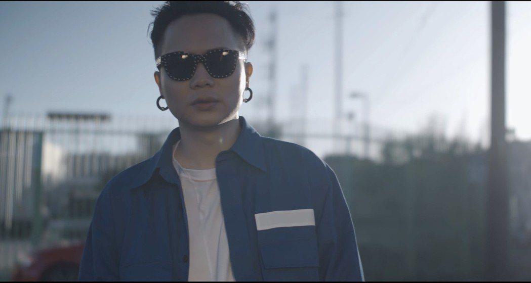 蕭秉治新歌「我好想好想你」MV。圖/相信音樂提供