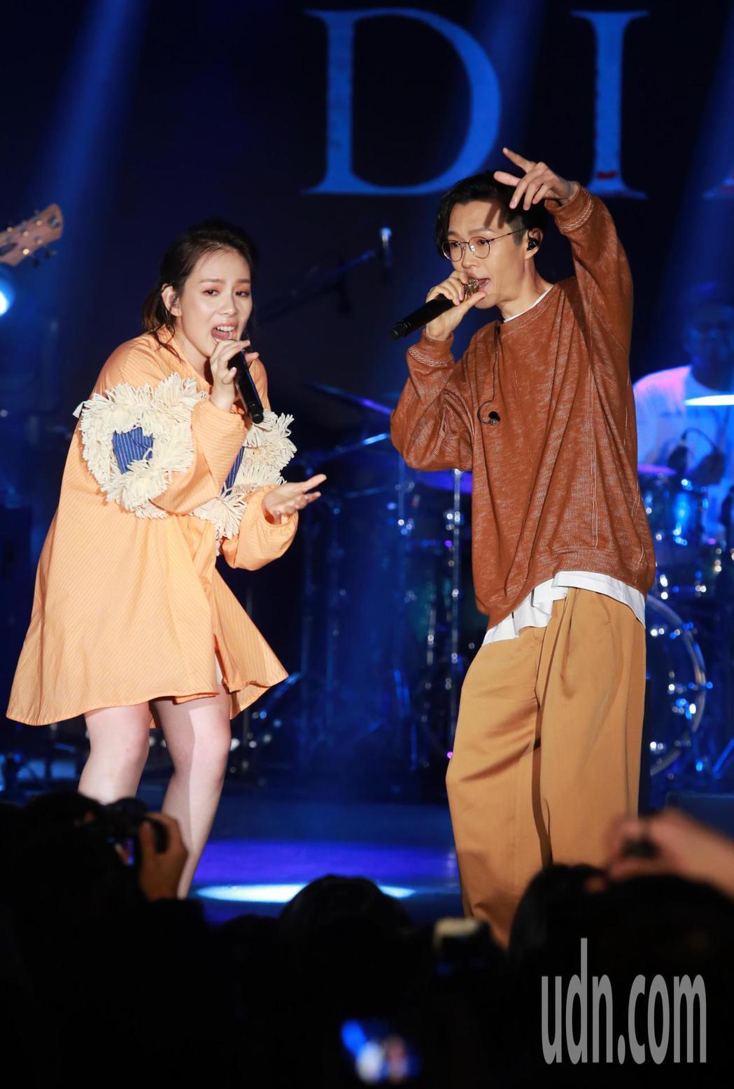 王詩安與方大同今晚在NeoStudio舉行的「金曲售票演唱會」中合體開唱。記者徐