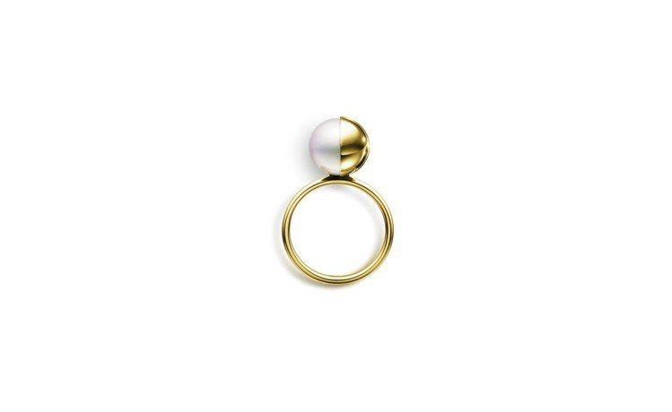 MG TASAKI ARLEQUIN 南洋珍珠黃K金戒指,17萬元,張鈞甯配戴的...