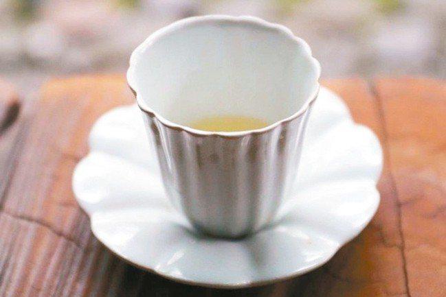 安藤雅信有獨特的製陶手法。 圖/小慢、小器藝廊提供