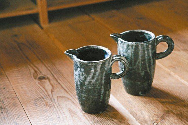 小野哲平的杯子強調把手和杯身的平衡。 圖/小慢、小器藝廊提供