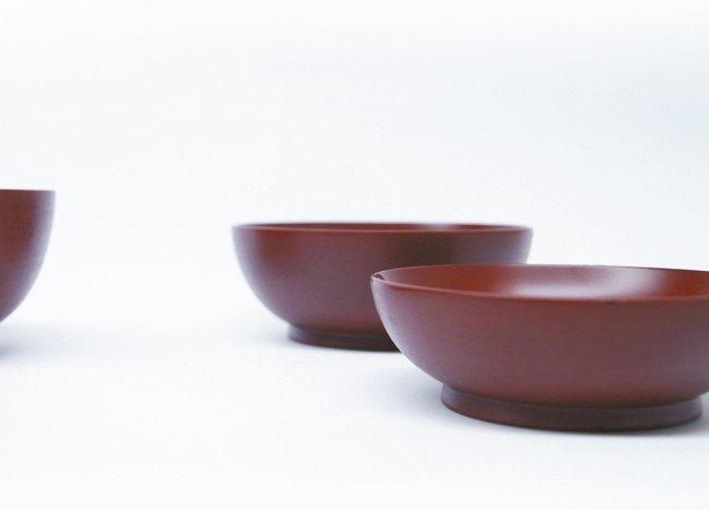 赤木明登的漆器不是傳統華麗派,而講求日日可用。 圖/小慢、小器藝廊提供
