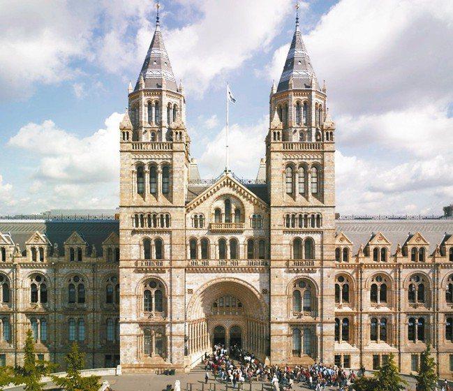 於1881年成立的倫敦「自然史博物館」(The Natural History ...