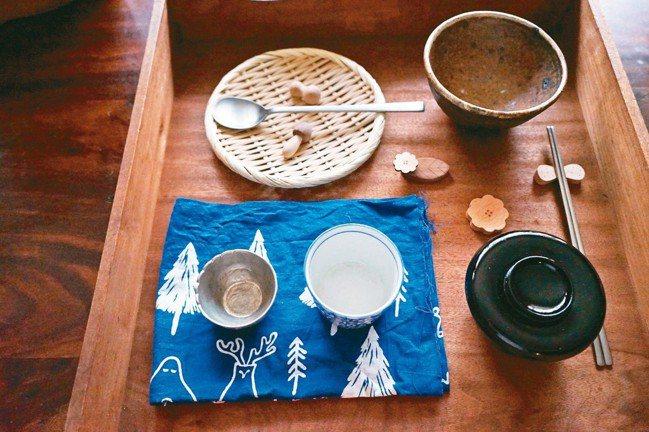 器物包含了陶、磁、木、漆、玻璃、金屬、草木編織、布品等。