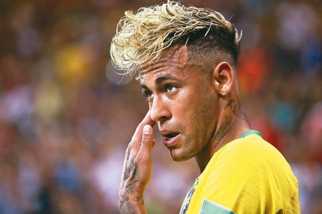 巴西金童內馬爾的「泡麵頭」(見圖)引發爭議,現在他把頭髮剪短,不想再起論戰。 歐...