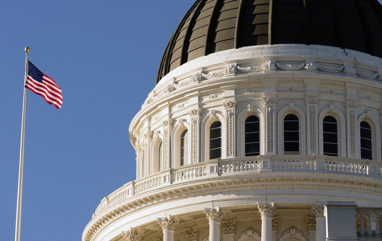 美國共和黨一項折中移民法案在過去數週歷經艱辛談判,但未能獲得聯邦眾議院多數支持,...