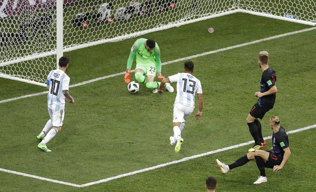 阿根廷這兩場進攻表現完全不及格,多數射門不成威脅,對手都能輕易擋下。 美聯社