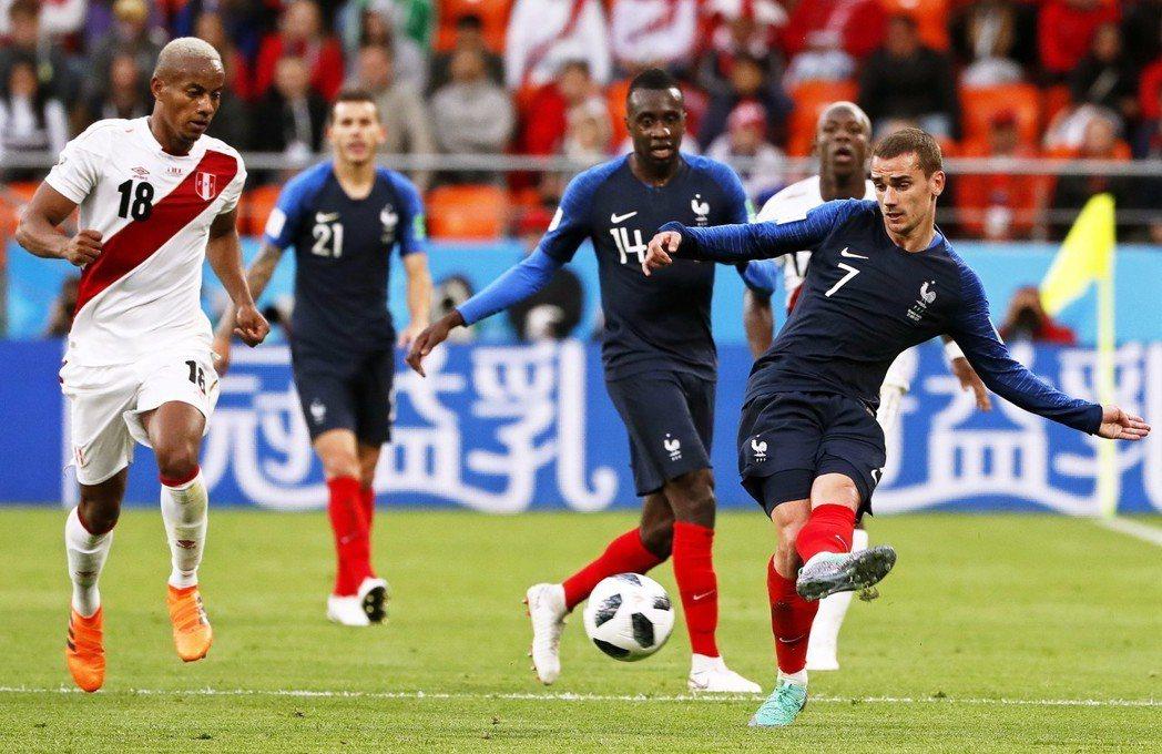法國變陣讓格里茲曼回到最舒服的位置,果然踢出堪稱是本屆世界盃豪門球隊最流暢華麗的...