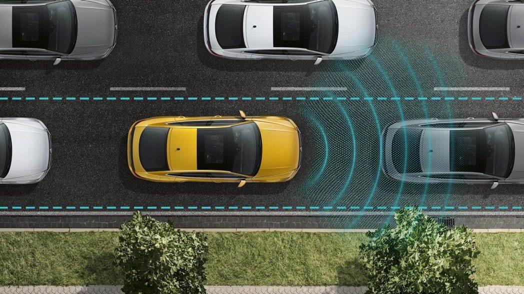 車廠開始將先進的駕駛輔助系統配置於新車上,不過這卻導致有越來越多的車主遭遇使用問題。 圖/Volkswagen提供