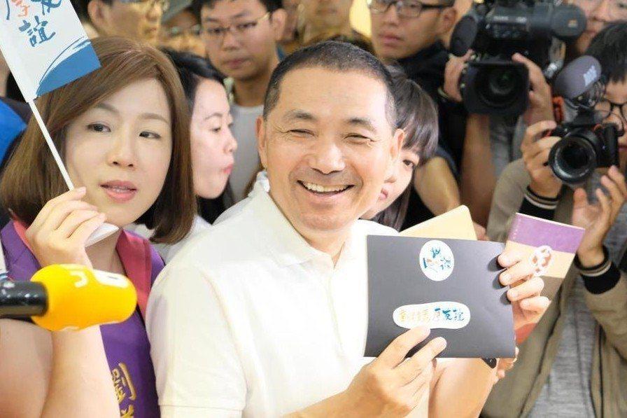 新北市長參選人侯友宜今(22日)召開首波選舉宣傳小物記者會。 圖/聯合報系資料照