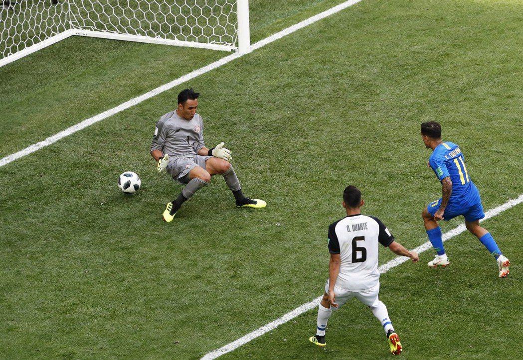 哥國世界級門將納瓦斯幾乎擋住了巴西每一記射門,全場有9記撲救,可惜庫蒂尼奧這球從...