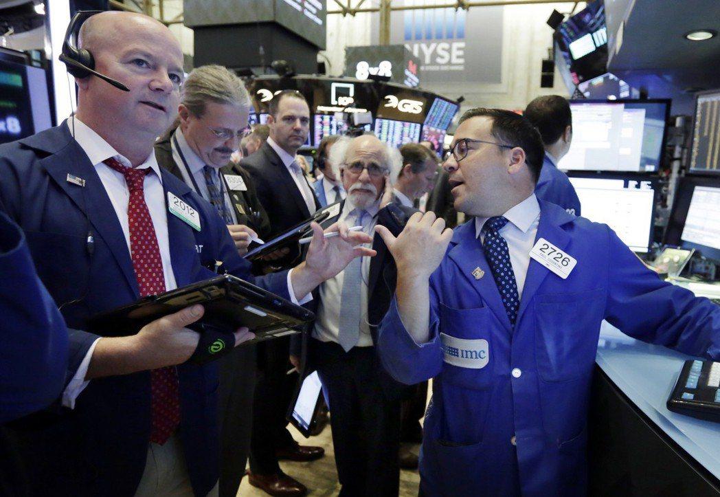 貿易戰疑慮未除,美股21日收低,道瓊指數連八天收黑。 美聯社