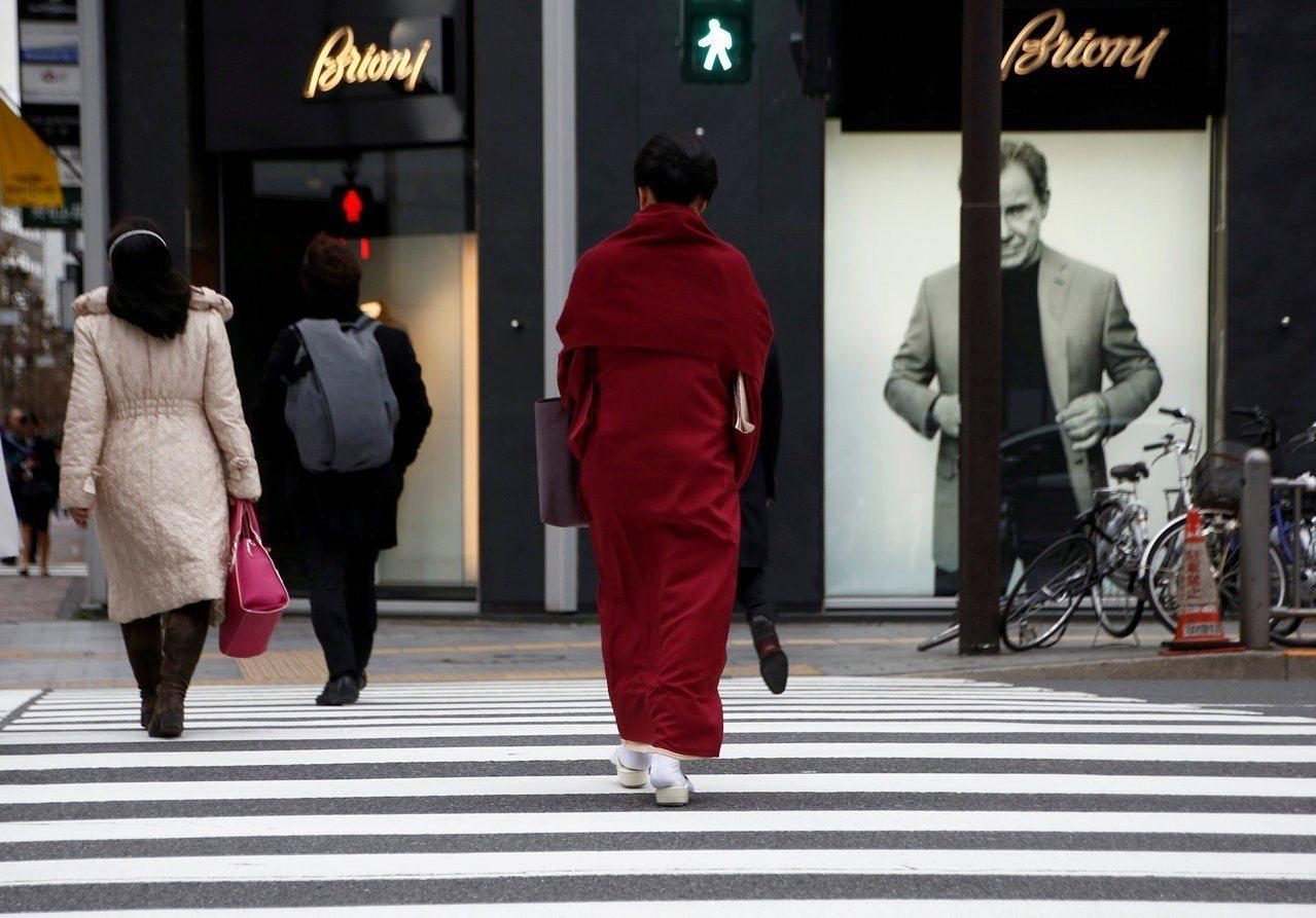 日本5月通膨持平,日銀不急於緊縮貨幣政策。 路透