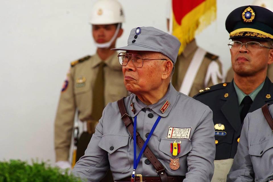 黃介正的父親黃世忠,1920年出生,曾是陸軍中將,傳其在抗日戰爭中,曾轉戰中緬邊...