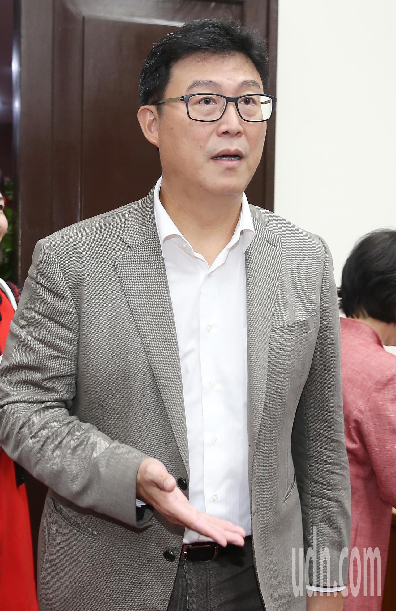 民進黨台北市長參選人姚文智上午出席社會創新國會成立大會,他自信地說自己當然是王牌...