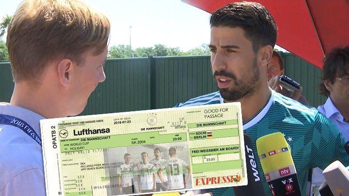 瑞典記者送上假機票給德國球員,諷刺他們要提早出局,凱迪拉(右)幽默回應。圖/取自...