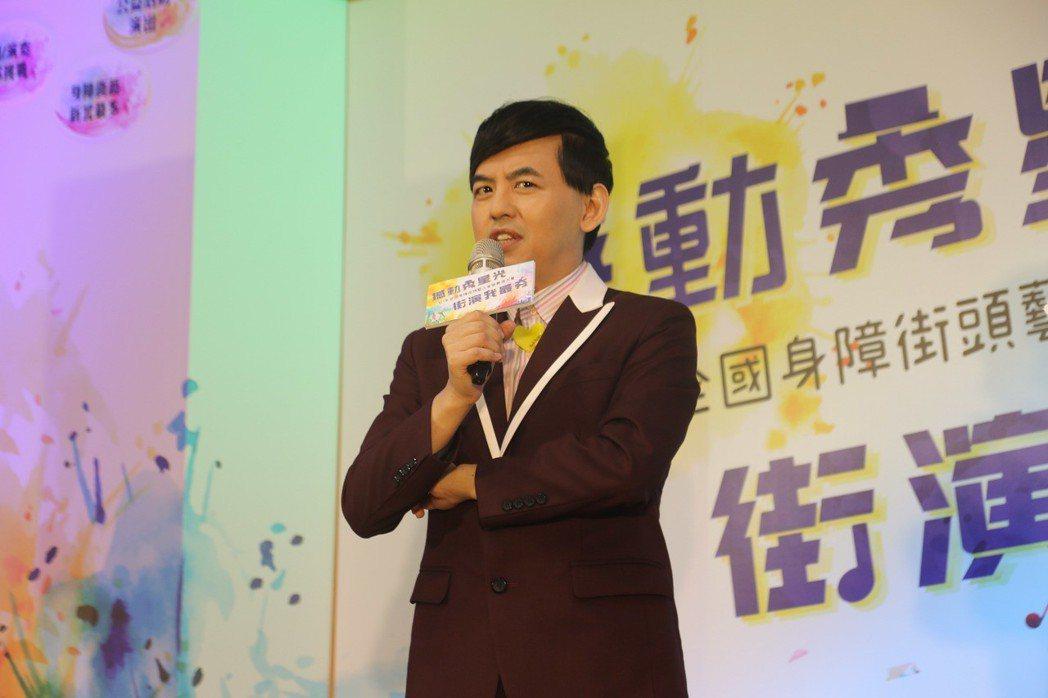 新北市勞工局舉辦第二屆全國身障街頭藝人音樂徵選大賽,找來藝人黃子佼代言。記者王敏