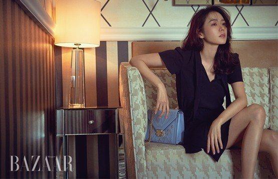 孫藝真穿MMK拍攝《Harpers BAZAAR Korea》展現都會知性美。圖...