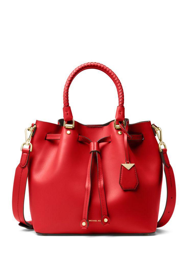 Blakely紅色兩用束口包,售價21,700元。圖/MICHAEL KORS提...